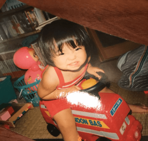 吉澤ひとみ幼少時写真
